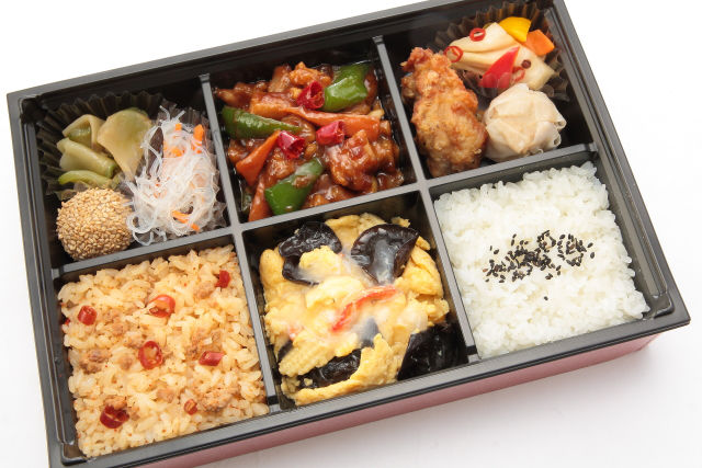 [ACLY007]: 鶏肉の味噌炒めと蟹あんかけ玉子弁当